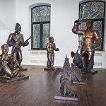 Скульптурная группа из серии Горожане, медь, выколотка 2004-2007 года