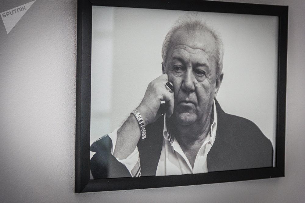 За рубежом Зураб Церетели провел более 40 персональных выставок своих произведений в разных странах