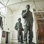 Одна из скульптурных групп на выставке работ Церетели в его тбилисском Музее современного искусства MOMA Tbilisi