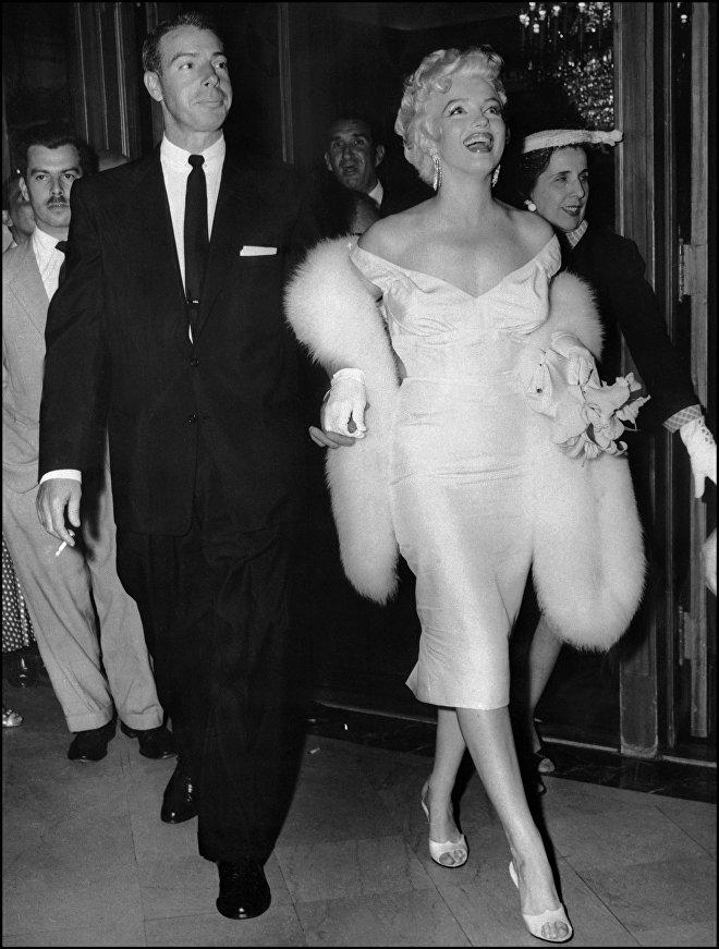 Американская актриса Мэрилин Монро с мужем легендой бейсбола Джо Ди Маджо