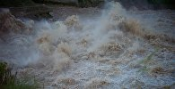 Бурлящая вода в реке