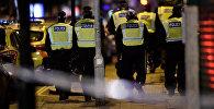 Полицейские на месте террористического нападения на Лондонском мосту