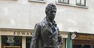 Статуя работы Ирены Седлецкой - Джордж Браммел
