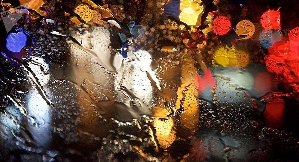 ავტომობილი წვიმაში
