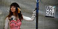 Во многих городах мира прошла самая экстравагантная велоакция — Всемирный голый велопробег. Участники голого велопробега агитируют за отказ от ископаемого топлива  равноправие на дорогах и спокойное отношение к своему и чужому телу, даже если оно далеко от каких-то там стандартов. На фото - женщина, принимающая участие в велопробеге в городе Салоники