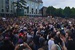Молодежная акция протеста у здания парламента на проспекте Руставели