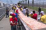 Рекордная пицца Маргарита длиной 1.9 км