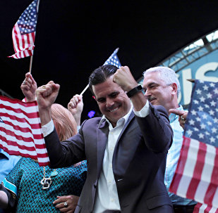 Губернатор Пуэрто-Рико Рикардо Розлло празднует победу: на референдуме жители проголосовали за присоединение к США