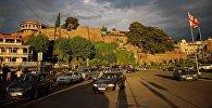 Город Тбилиси на закате - площадь Европы и дворец царицы Дареджан