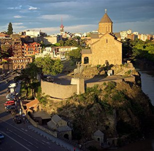 Город Тбилиси на закате - Метехская церковь и памятник Вахтангу Горгасали