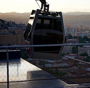 Город Тбилиси на закате - тбилисская канатка
