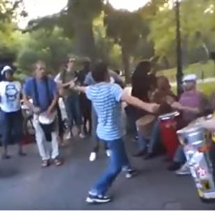 ვიდეოკლუბი: ქართველი ბიჭის ცეკვა ნიუ-იორკის ცენტრალ პარკში