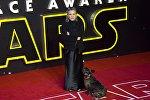 Американская актриса Кэрри Фишер на премьере фильма Звездные войны: Пробуждение силы в Лондоне