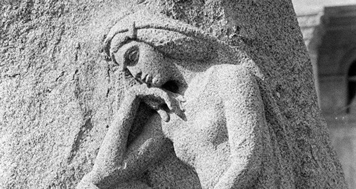 Горельеф на памятнике поэту Физули