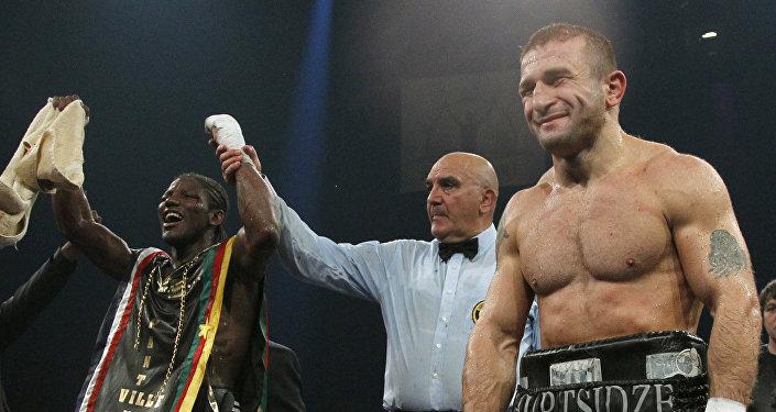 Автандил Хурцидзе (справа) после боя с Хасаном Н'Дамом в Париже