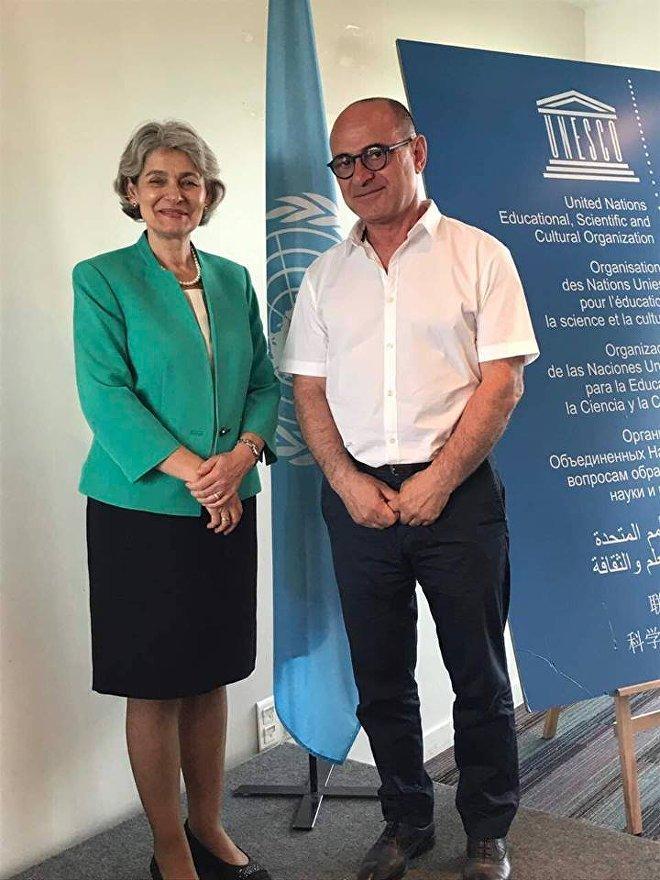 იუნესკოს გენერალურ დირექტორთან, ირინა ბოკოვასთან ერთად იუნესკოში