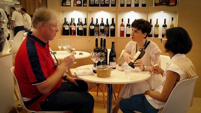 Посетителям предлагают грузинские вина на Vinexpo Bordeaux 2017