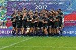Сборная Новой Зеландии празднует победу после победы на чемпионате мира по регби U-20