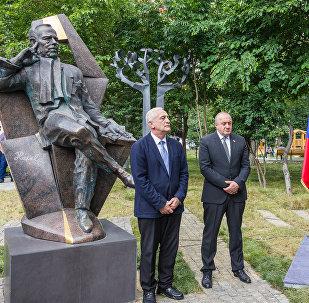 Церемония открытия памятника первому президенту Чехии