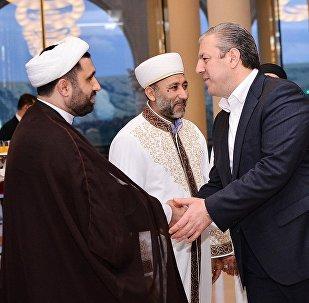 Георгий Квирикашвли на ужине с мусульманами