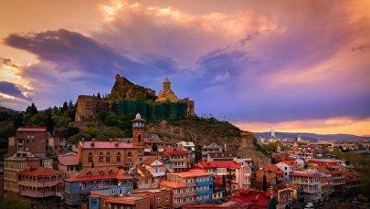 Вид на старый Тбилиси и крепость Нарикала