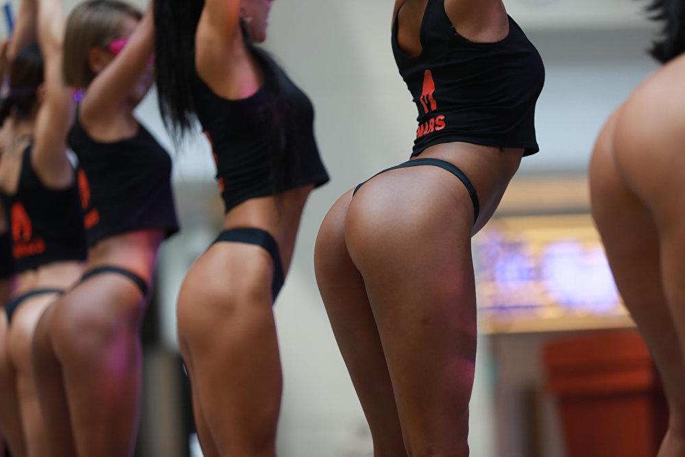 კონკურსის «Women's Beautiful Buttock series» მონაწილე შენიანში, ლიაონინის პროვინცია