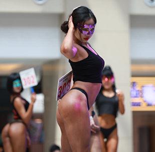 Участница конкурса «Women's Beautiful Buttock series» в Шеньяне, провинция Ляонин
