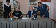 Меморандум о сотрудничестве подписан директором библиотеки Георгием Кекелидзе и министром обороны Грузии Леваном Изория
