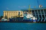 Грузовое судно в Потийском порту