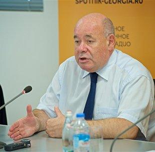 Михаил Швыдкой во время пресс-конференции