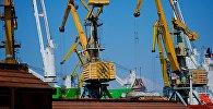 Портовые краны в Потийском порту