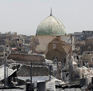 Разрушенная мечеть рядом с мечетm. Гранд Аль-Нури на передовой в Старом городе Западного Мосула, Ирак. Архивное фото