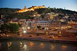 Вид на исторический центр Тбилиси, крепость Нарикала и район Абанотубани
