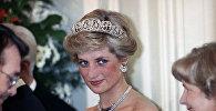 «Принцесса Диана» - титул неофициальный. Так жену принца Чарльза окрестили журналисты, а вслед за ними - и весь народ. Если следовать точной формулировке, то следовало бы говорить «Диана, принцесса Уэльская», а еще точнее – «Диана, принцесса Чарльз Уэльская»