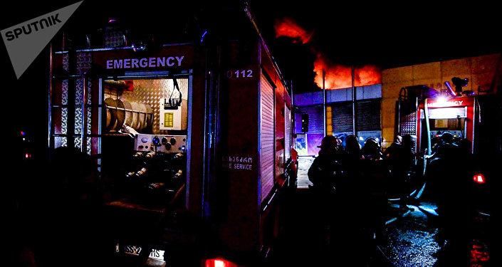 Как тушили пожар на рынке Элиава: работу пожарных сняли на видео