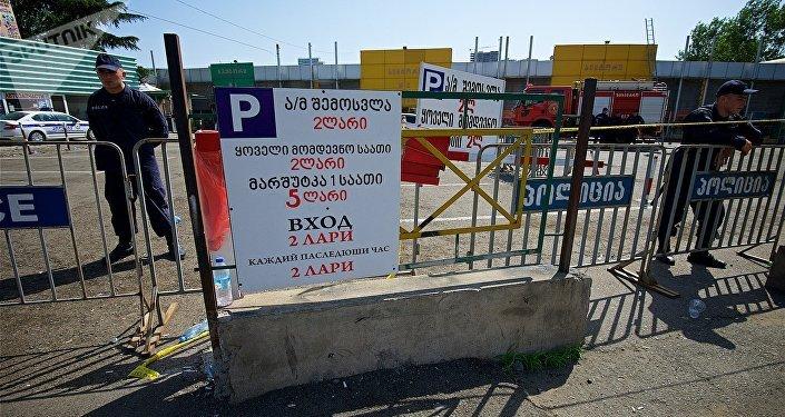 Торговый центр автозапчастей, автомобильных масел и аксессуаров на рынке Элиава после пожара