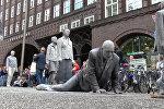 Глиняные зомби на акции протеста перед G20 в Гамбурге