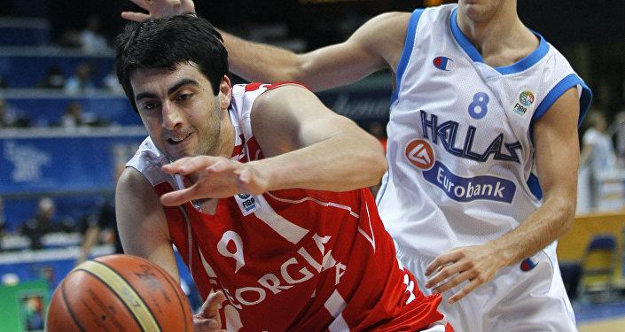 Георгий Шермадини (слева) против Ника Калатеса из Греции во время групповой встречи в Вильнюсе, Литва