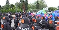 Газ и дубинки против демонстрантов: как разгоняли акции в Гамбурге