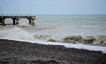 Вид на Черное море с набережной Батуми после шторма