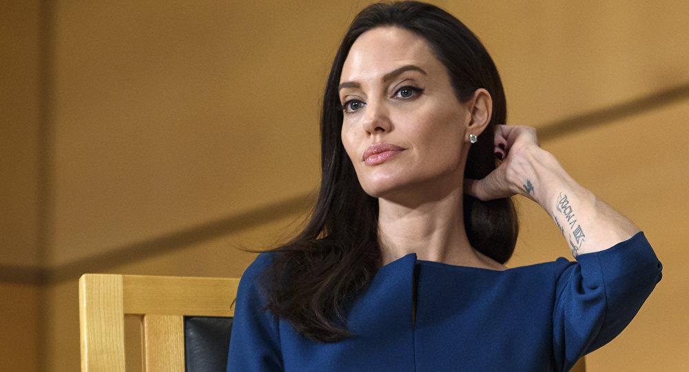 Американская актриса, кинорежиссёр и сценарист, фотомодель, посол доброй воли ООН Анджелина Джоли