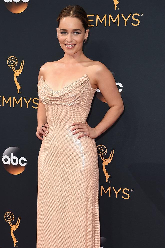 Актриса Эмилия Кларк на 68-й церемонии Эмми в Лос-Анжелесе