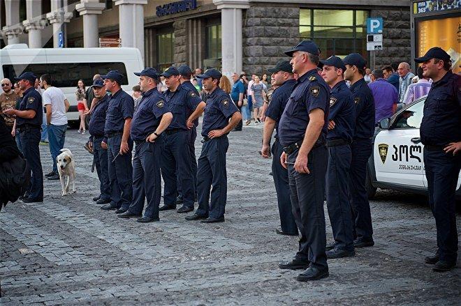 """Усиленные меры безопасности во время акции протеста против нелегальных мигрантов """"Марш грузин"""