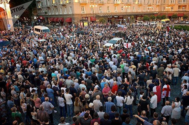 """Многотысячный митинг на площади Марджанишвили стал завершением акции протеста против нелегальных мигрантов """"Марш грузин"""