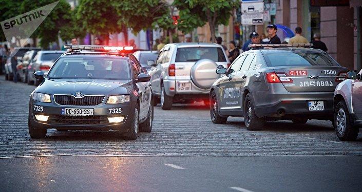 Полицейские машины на улицах столицы Грузии