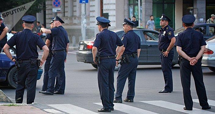 Сотрудники полиции на улице в столице Грузии