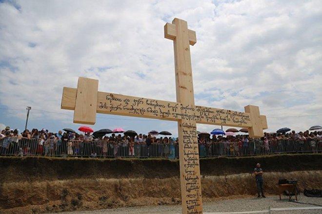 Крест на месте строительства нового монастырского комплекса