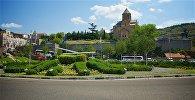 Вид на площадь Европы и Метехскую церковь в центре Тбилиси