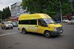 Маршрутное такси на одной из тбилисских улиц