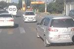 В Бишкеке водитель ехал по трассе задним ходом